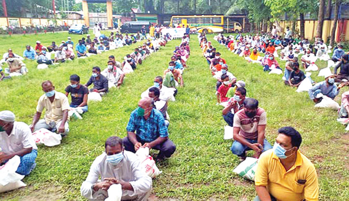 Bashundhara Group distributes relief in Rangpur