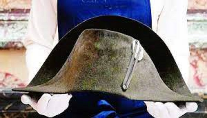 Napoleon hat could fetch up to 600,000 euros at auction