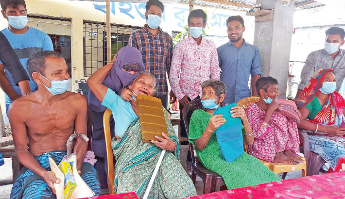 Members of Pathshishu Sheba Songathan distribute new clothes to parents living in an old-age home. The photo was taken from Hyshur Old-age Home in Kashiani upazila of Gopalganj district on Saturday. — Sun Photo