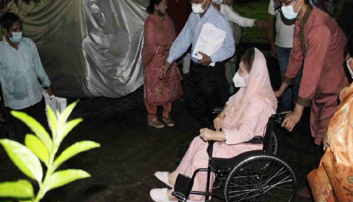 Khaleda Zia takes 1st dose of Covid vaccine