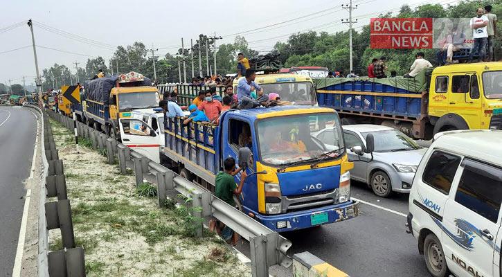 25-km tailback on Dhaka-Tangail highway