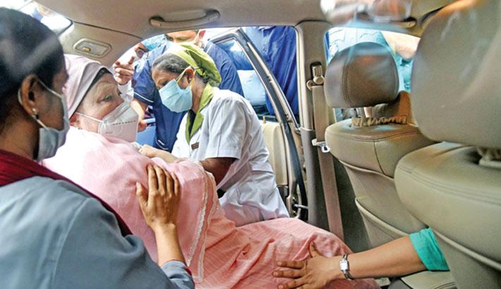 Khaleda takes first dose of corona vaccine