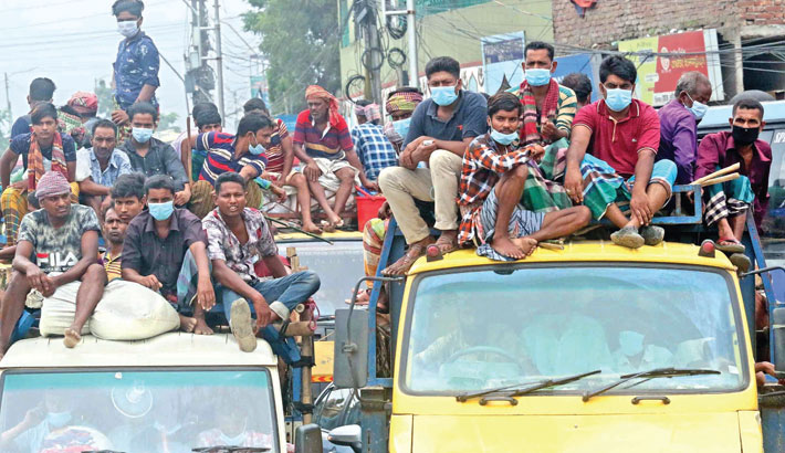 Many homebound people are travelling by truck ahead of Eid-ul-Azha without maintaining health guidelines amid the risk of coronavirus infection. The photo was taken from the capital's Gabtoli area on Monday.—MD NASIR UDDIN