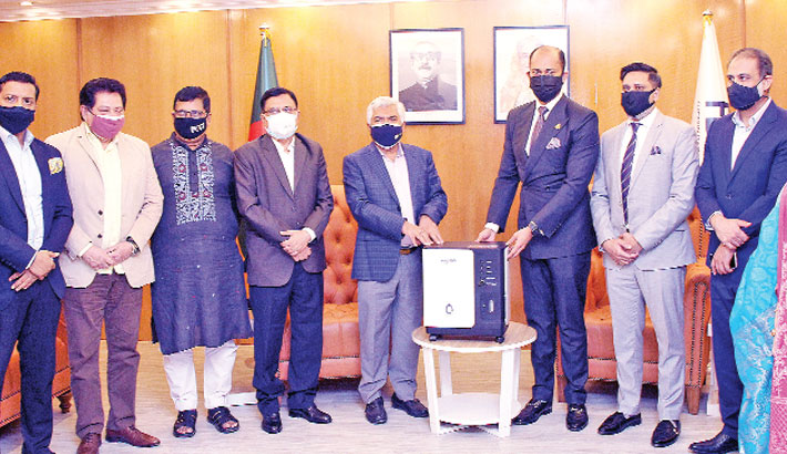 Dhaka Chamber of Commerce and Industry (DCCI) President Rizwan Rahman hands over 10 Oxygen concentrator machines to the FBCCI President Md Jashim Uddin at a function in the capital on Sunday. DCCI Vice President Monowar Hossain and FBCCI Senior  Vice-President Mostofa Azad Chowdhury Babu were also present on the occasion.