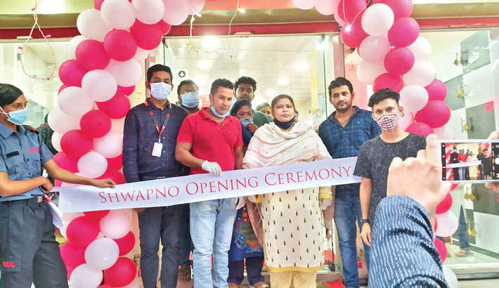 Shwapno Head of Business Development Sheikh Muid Ahmed and investor Farzana Ahmed inaugurate a new outlet of Shwapno at Bhairab Bus Stand at Kishoreganj on Sunday.