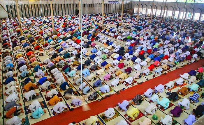Main Eid jamaat held at Baitul Mukarram