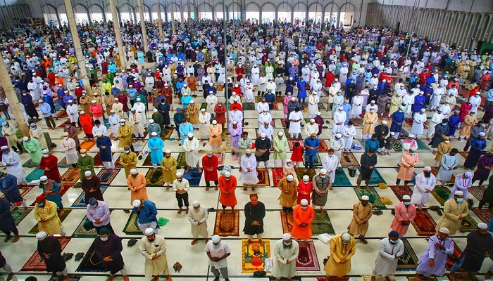 5 jamaats held at Baitul Mukarram mosque