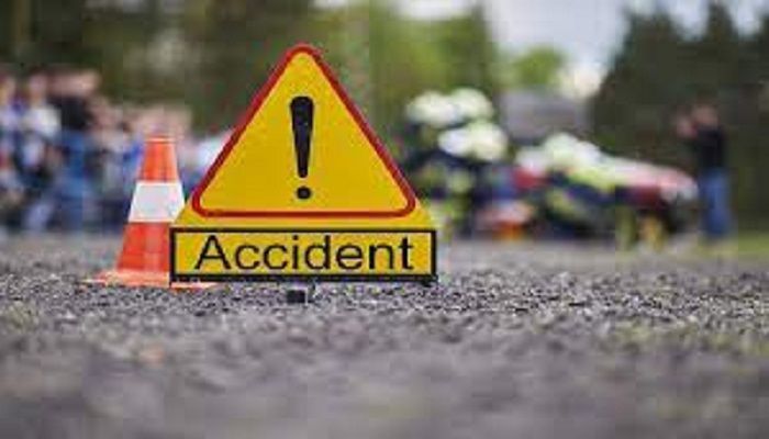 3 killed as car plunges into ditch in Munshiganj