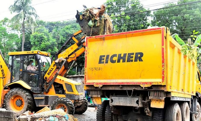 KCC workers clean city by 8 hrs on Eid