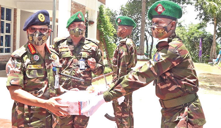 Army chief visits camps in CHT