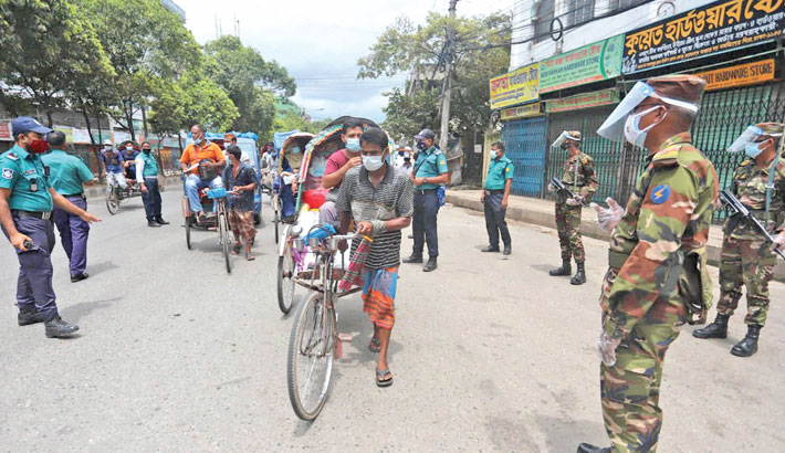 Army and police personnel conduct an awareness campaign in an attempt to curb the spread of coronavirus in old part of the city on Saturday. —SUN photo