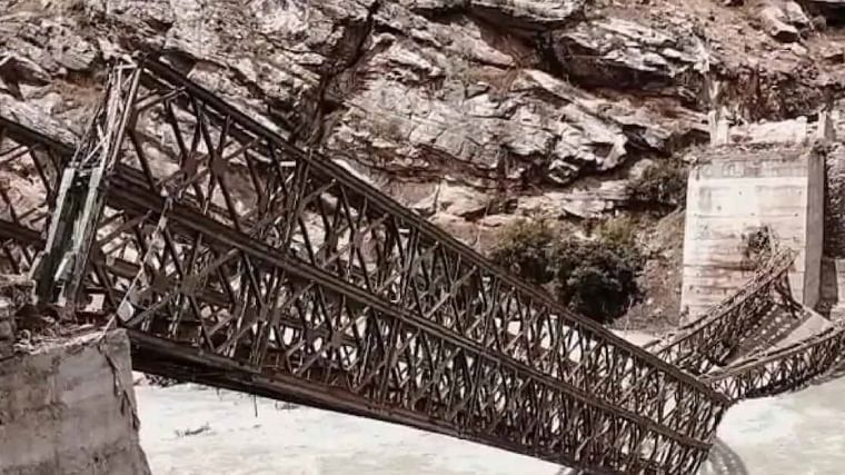 9 tourists killed as boulders hit vehicle in Himachal landslide