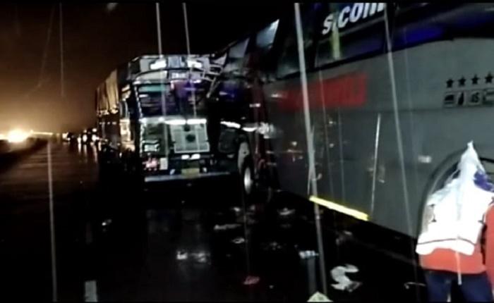 18 sleeping on road dead as truck hits bus in India's Uttar Pradesh