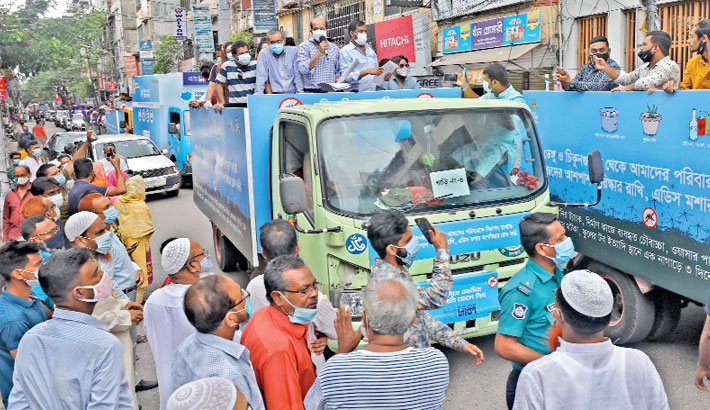 DNCC Mayor Atiqul Islam attends a showdown in the capital's Mohammadpur area on Wednesday to raise awareness about dengue and chikungunya. —SUN PHOTO