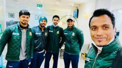 Bangladesh cricket team returns home