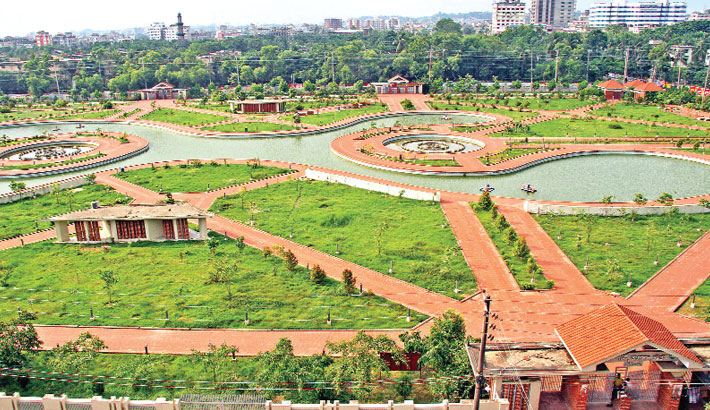 Jamboree Park located in Agrabad area of Chattogram city looks desolate on Friday amid the nationwide strict lockdown. Parks and recreational facilities in the country remained closed for long due to the coronavirus pandemic. —Rabin chowdhury
