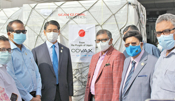 Foreign Minister Dr AK Abdul Momen and Health and Family Welfare Minister Zahid Maleque receive second consignment of the AstraZeneca vaccine from Japan on Saturday.  Health Services Division Secretary Lokman Hossain Miah and Ambassador of Japan to Bangladesh Naoki Ito were present.  —SUN photo