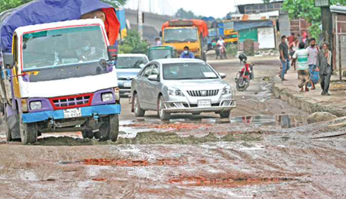 A busy road in Shah Amanat Bridge area of Chattogram city has developed numerous potholes, hampering traffic. The photo was taken on Saturday. Rabin chowdhury