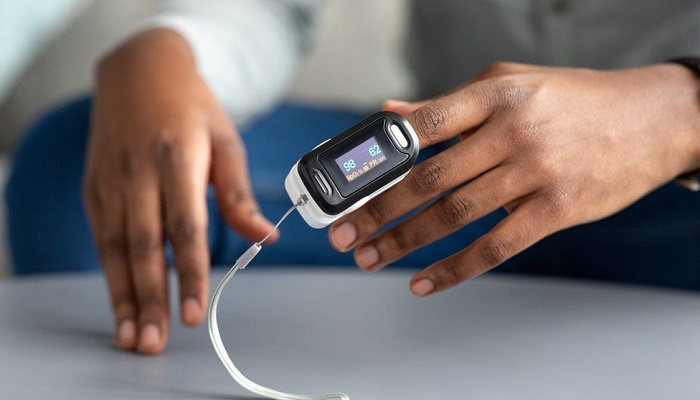 Covid: Pulse oxygen monitors work less well on darker skin, experts say