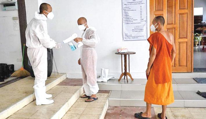 Thai monks don protective gear amid corona surge