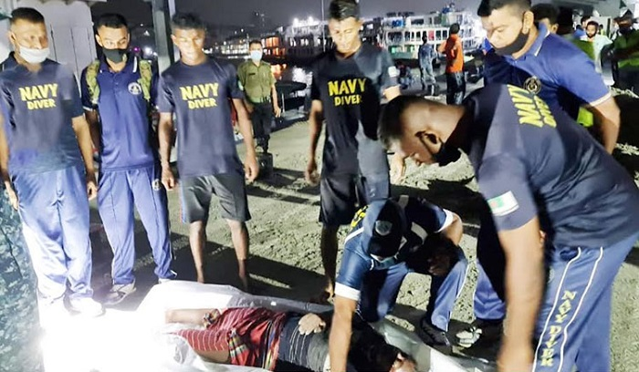Navy divers recover body from Buriganga