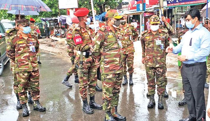 GOC 55 Infantry Division inspects army patrol in Jhenaidah