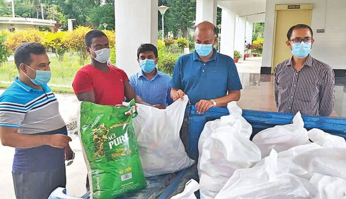 Executive Engineer of Local Government Engineering Department (LGED) of Faridpur KM Faroque Hossain distributes relief materials among lockdown-hit poor people on the premises of LGED office in Faridpur district town on Tuesday. – Sun Photo