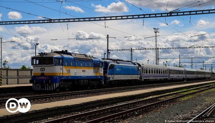 2 killed, dozens injured in Czech train crash