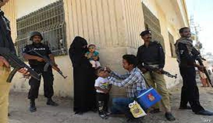 Police guarding polio vaccine teams attacked in Pakistan
