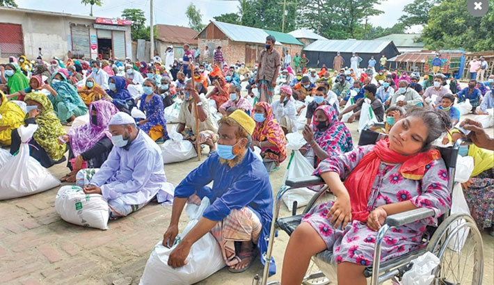 Bashundhara Group distributes relief in Naogaon