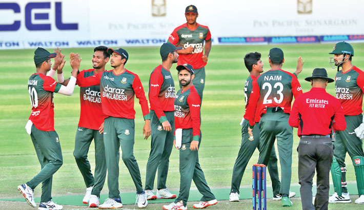 Bangladesh pacer Mustafizur Rahman (Second left) celebrates with teammates after taking a wicket against Australia during their second T20I match at the Sher-e Bangla National Stadium in the capital on Wednesday. – BCB PHOTO