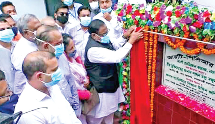 Food Minister Sadhan Chandra Majumder inaugurates RT-PCR laboratory for corona test at Naogaon Medical College in the district on Tuesday. Lawmaker from Naogaon-5 constituency Barrister Nizam Uddin Jalil Jan, Principal Abdul Bari and Deputy Commissioner of Naogaon Md Harun-or-Rashid, among others, were present.– Sun Photo