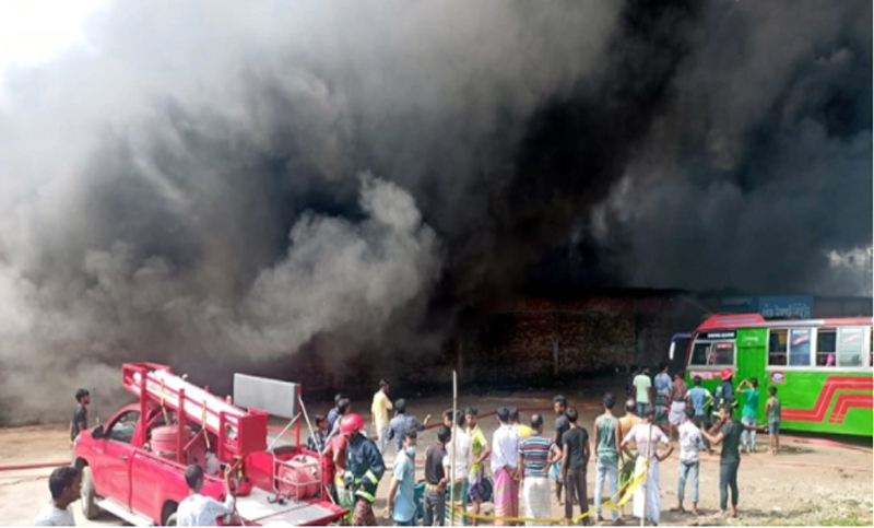 Fire breaks out at Savar warehouse, 20 injured