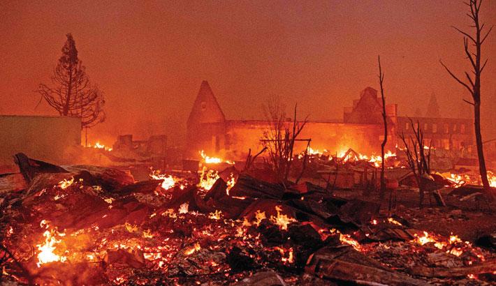 Wildfire tears through California town