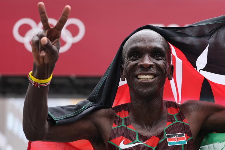 King Kipchoge retains men's Olympic marathon title