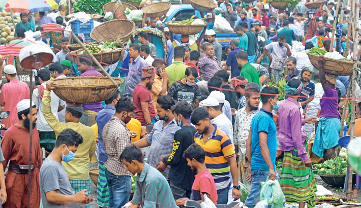 Although the country's coronavirus situation has taken an alarming turn with a rise in both deaths and infections from the virus, people are still reluctant to abide by health guidelines, including wearing masks and maintaining social distancing. The photo was taken from Karwan Bazar in the capital on Tuesday.— sun photo