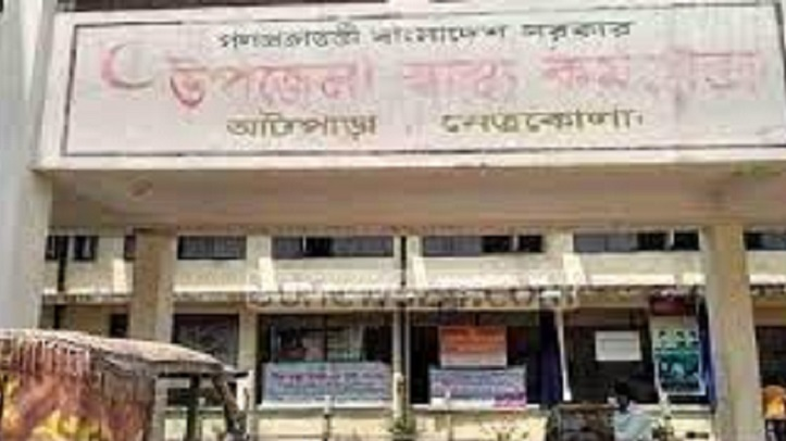 Unable to get jab, man thrashes health centre staff