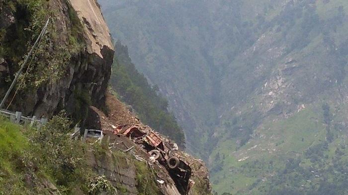 11 dead in Himachal Pradesh landslide, 25-30 missing