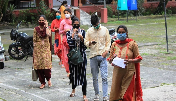 India records 40,120 new covid-19 cases, 585 deaths