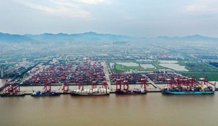 Global trade fears as Covid hits major China port