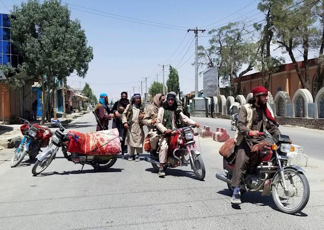 Taliban close in on Kabul as US scrambles to evacuate
