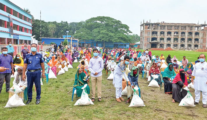 Bashundhara Group stands by the poor in Pabna