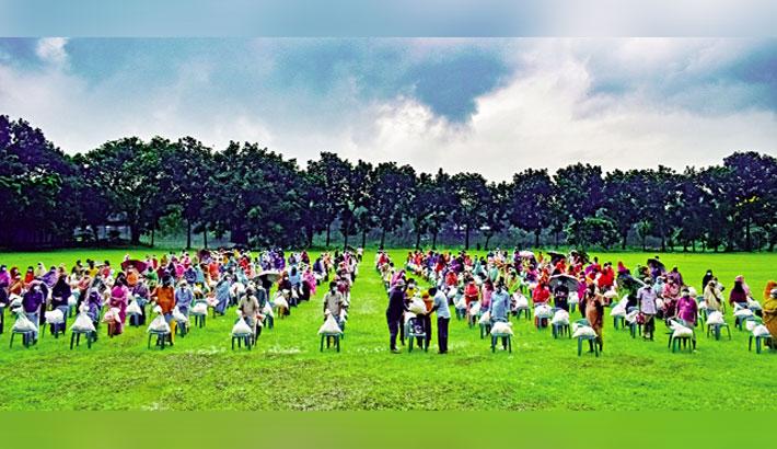 Bashundhara Group brings smile to 6,000 Pabna, Sirajganj families