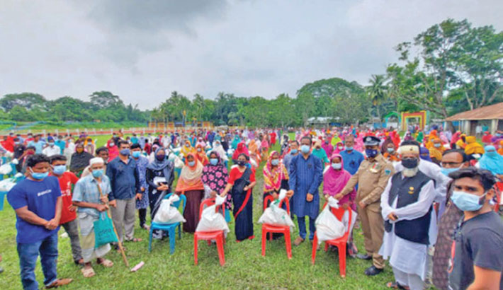 Bashundhara Group distributes relief in Natore