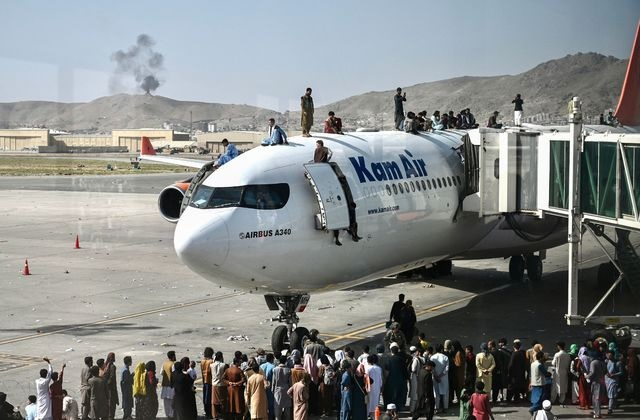 US steps up Kabul evacuation, says Taliban pledged 'safe passage'