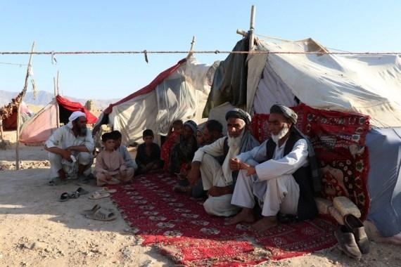 As Taliban with Kalashnikovs roam Kabul, Afghans' dress code turns to salwar kameez