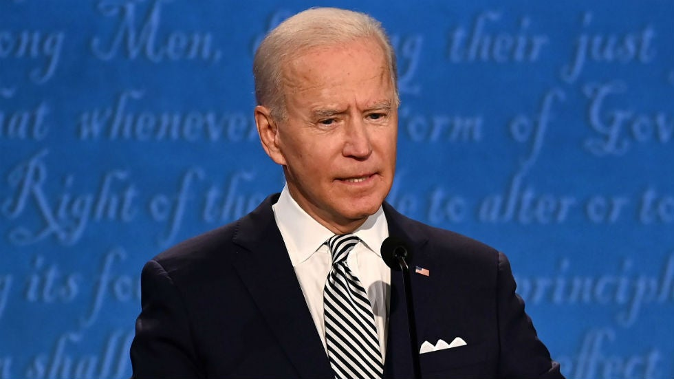 Biden sees 'chaos' as US presses Taliban to let Afghans leave