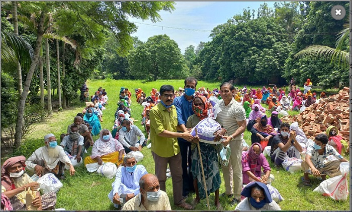 Bashundhara Group stands by 3,000 families in C'nawabganj