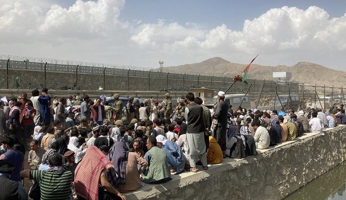 Afghanistan: The desperate scramble to escape