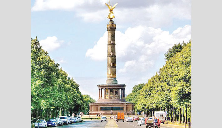 Thieves hit entrance buildings of Berlin's Victory Column